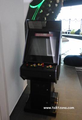 Аркадна електронна игра в зала